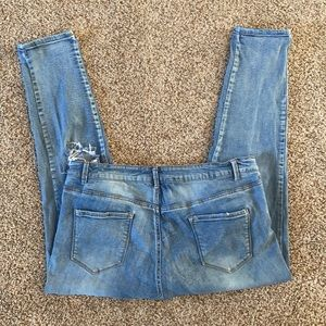 Sandpiper Distressed Ankle Crop Jeans Med Wash 16